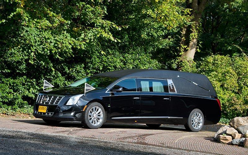Zwarte Cadillac Rouwauto – Landaulet uitvoering