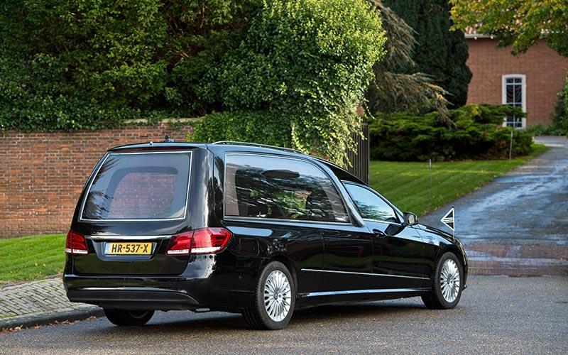 Zwarte Mercedes Rouwauto – XL Glas uitvoering