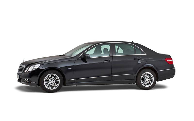 Zwarte Mercedes Volgauto – 4 personen
