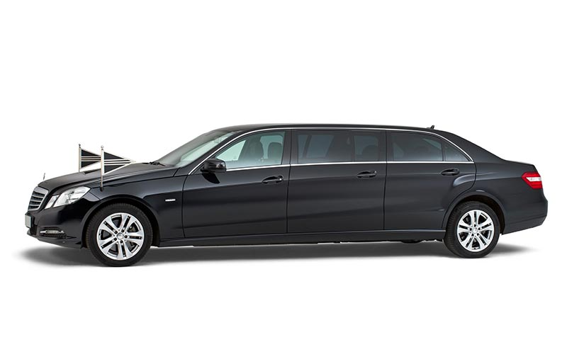 Zwarte Mercedes Volgauto – 7 personen