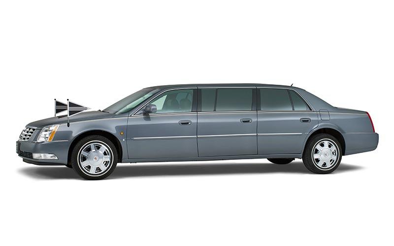 Antracietgrijze Cadillac Volgauto – 7 personen - Straver Mobility Uitvaartvervoer