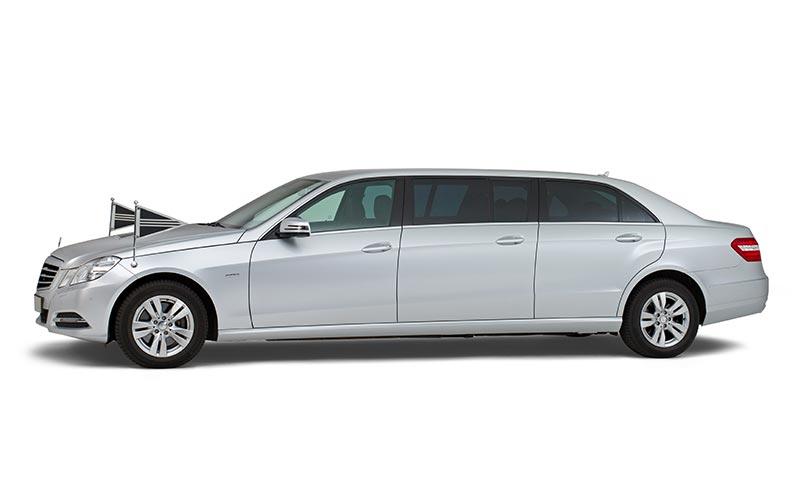 Zilvergrijze Mercedes Volgauto – 7 personen - Straver Mobility Uitvaartvervoer