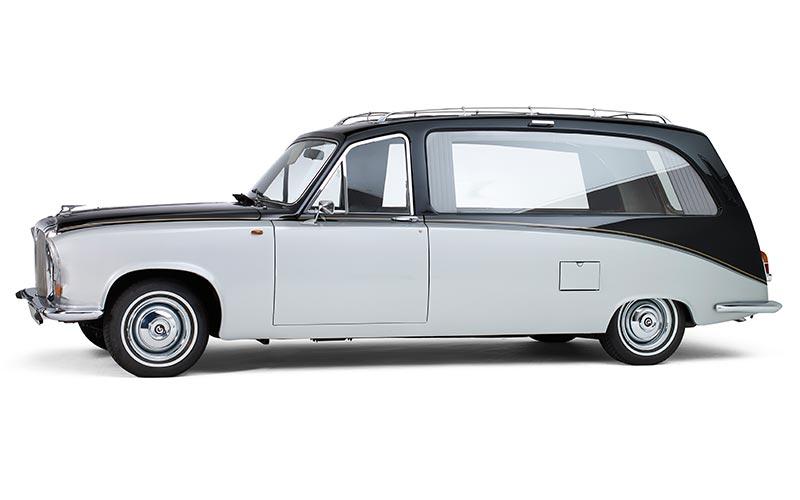 Daimler Two-tone Rouwauto, een klassieke Engelse oldtimer - Straver Mobility Uitvaartvervoer
