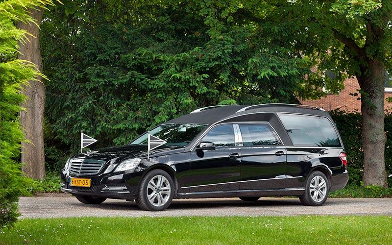Zwarte Mercedes Rouwauto – Glas uitvoering