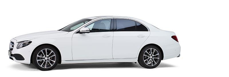 Witte Mercedes Volgauto – 4 personen - Straver Mobility Uitvaartvervoer