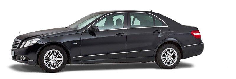 Zwarte Mercedes Volgauto – 4 personen - Straver Mobility Uitvaartvervoer