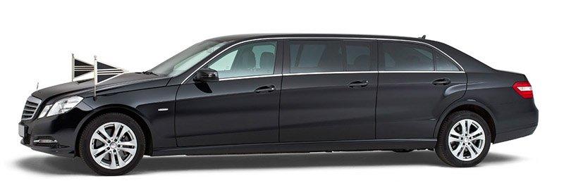 Zwarte Mercedes Volgauto – 7 personen - Straver Mobility Uitvaartvervoer