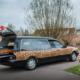 Rouwauto met luipaardprint